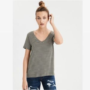 AMERICAN EAGLE OUTFITTERS    Striped V-Neck Tee